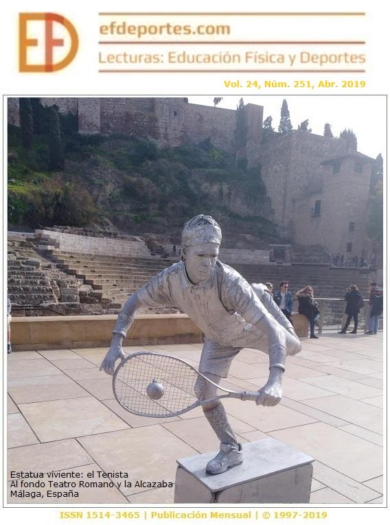 Estatua viviente: el Tenista. Al fondo Teatro Romano y la Alcazaba. Málaga, España